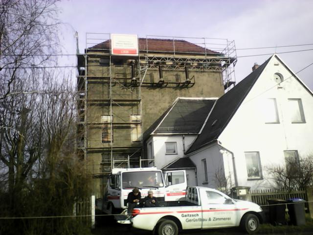 Dachdeckergerüst im Aufbau