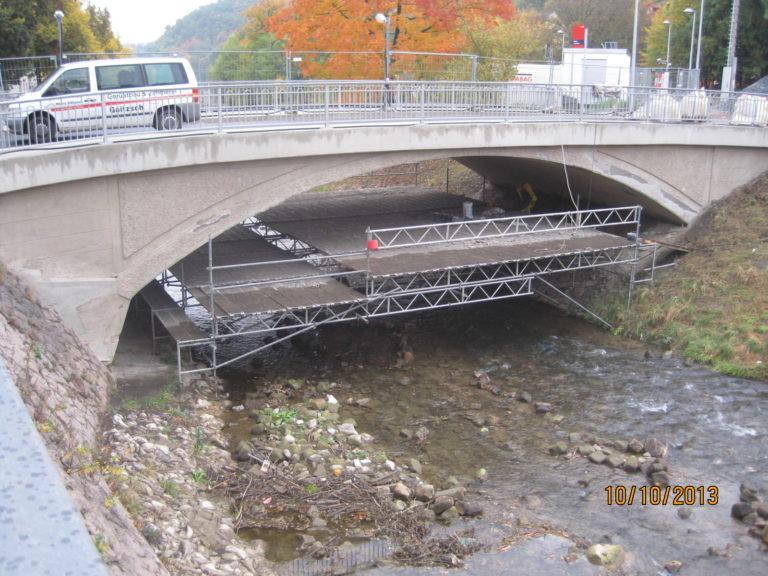 Gerüst für Brückensanierung